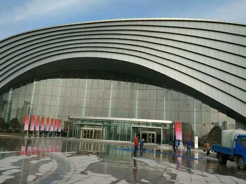宜兴市文化中心立式液晶广告机应用案例