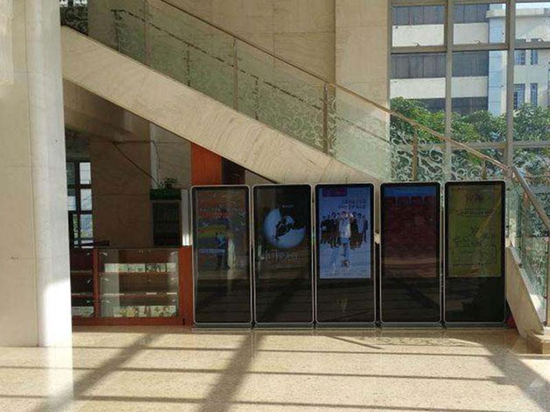 清远国际贸易酒店液晶广告机安装案例