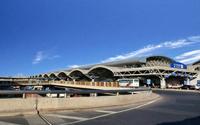 液晶广告机应用于机场,方便旅客也方便了工作人员